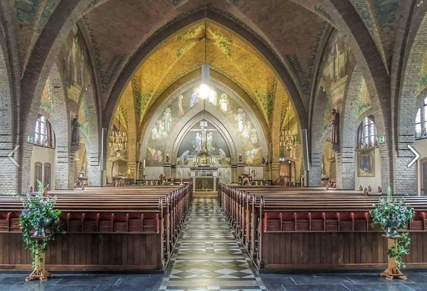 Zicht op de R.K.Kerk O.L.V. Tenhemelopneming
